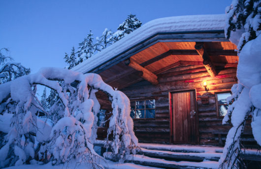 Kakslauttanen log cabin evening