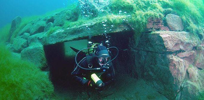 Arctic scuba diving