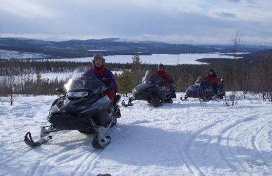 snow-mobile-hoiday