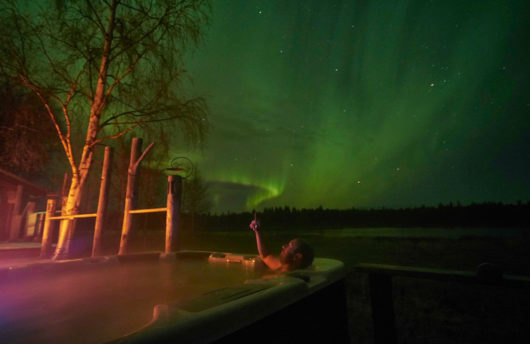 aurora at northern lights lodge hot tub