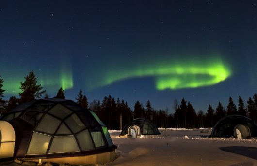 northern lights over the glass igloos at kakslauttanen