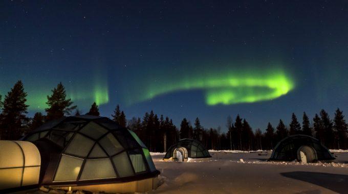 northern lights over the glass igloos at kakslauttanen