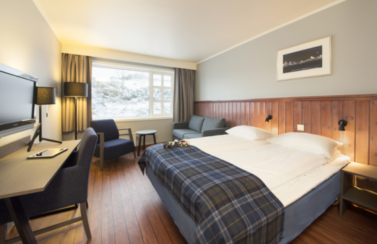 visit norway northern lights Sommarøy Hotel